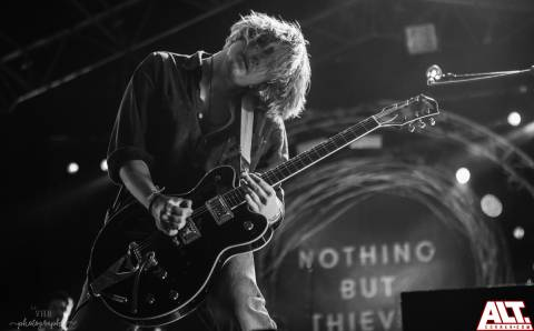 Nothing but Thieves-8